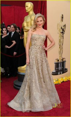 Cameron Diaz Oscars 2010 red carpet in a Marchesa gold sequinned tulle gown