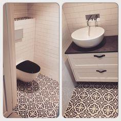 Vår nya gästtoalett. Marrakech marrakechdesign svedbergs duobad konradssons ifö Marrakech, Toilet, Sink, Vanity, Flooring, Bathroom, Home Decor, Sink Tops, Dressing Tables