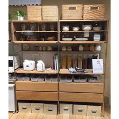 無印良品 神戸BAL 「ステンレスユニットシェルフの組立ワークショップ」   イベント予約   無印良品 Condo Interior Design, Japanese Interior Design, Kitchen Shelves, Kitchen Pantry, Kitchen Ideas, Muji Storage, Muji Home, Muji Style, Home Coffee Stations