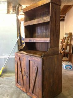 Pallet hutch... Re-use pallets to make hutch