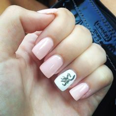Browning mossy oak/ baby pink nail art so cute But French tips on all except ring finger. Ring finger the same Love Nails, How To Do Nails, Pretty Nails, Ciel Phantomhive Cosplay, Country Girl Nails, Camo Nails, Deer Nails, Pink Nails, Nails Short