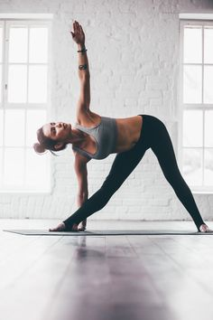 Yoga for Restless Legs: 8 Poses That Will Give You Some Relief. Triangle pose is one of my favorite yoga poses for beginners. Which yoga pose for restless legs is your favorite? Let us know in the comment section. Yoga Inspiration, Fitness Inspiration, Travel Inspiration, Motivation Inspiration, Bikram Yoga, Vinyasa Yoga, Yoga Yin, Yoga Iyengar, Kundalini Yoga