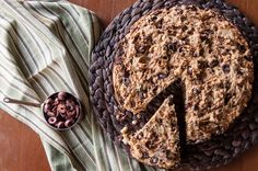 Whole wheat olive bread by Greek chef Akis Petretzikis. Make this freshly baked hearty, aromatic and flavorful bread with whole wheat flour, olives and spices! Healthy Bread Recipes, Raw Food Recipes, Healthy Sweets, Olive Bread, Processed Sugar, Bread Cake, Good Fats, Freshly Baked, Nutritious Meals