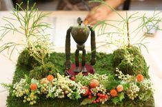 御用意されたミニチュアを飾るための、受付の装花です。  書くべきネタがてんこもりで、選べない今日は こんなインパクトな一枚でなにげに...