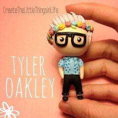 The oh-so-fabulous Tyler Oakley and the infamous flower crown! Danisnotonfire, Amazingphil, Crown Tumblr, Youtuber Merch, British Youtubers, Joey Graceffa, Tyler Oakley, Youtube Stars, Diy Clay