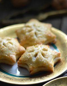 Mini Pies oder Hand Pies mit Bratapfelfüllung, Buttrig-blättriger Pie-Teig mit hinreißender Apfel-Marzipanfüllung, zum verschenken, dekorieren und selbst vernaschen.