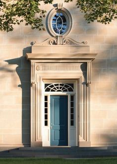Peter Pennoyer Architects is an award-winning practice in traditional architecture recognized as a leader in classicism and historic preservation. Villa, Fachada Colonial, Versailles, Maine House, Building Materials, Doorway, House Design, Classic Architecture, Neoclassical Architecture