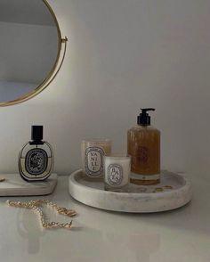 Classy Aesthetic, Aesthetic Beauty, Beige Aesthetic, Aesthetic Bedroom, Perfume Display, Vanity Decor, New Energy, Decoration, Room Inspiration