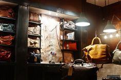 Menhard Store von Glamshops Exlusive Eleganz und Stil in Sibiu - Rumänien Leather Store, Shop Window Displays, Retail Space, Store Design, Visual Merchandising, Kitchen Appliances, Windows, Vintage, Radley