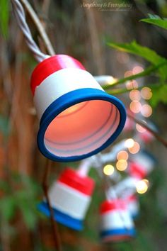 These patriotic party lights are the perfect added decor to any party! Make these patriotic party lights using mini red cups, paint, and some string lights! Patriotic Party, Patriotic Crafts, July Crafts, Holiday Crafts, Americana Crafts, Holiday Ideas, Christmas Projects, Christmas Trees, Holiday Fun