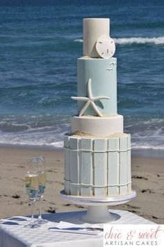 Wedding Cakes A beautifully surprising beach wedding cake. Get all the inspiration you need to plan and decorate your beach themed wedding! Gorgeous Cakes, Pretty Cakes, Amazing Cakes, Beach Themed Cakes, Beach Cakes, Ocean Cakes, Theme Cakes, Themed Cupcakes, Fondant Cakes