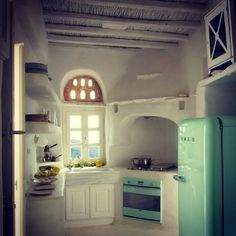 Tadelakt in the kitchen - Traditional House In Greek Island by Villa Design, Design Hotel, House Design, Greek House, Adobe House, Design Apartment, Tadelakt, Earth Homes, Natural Building