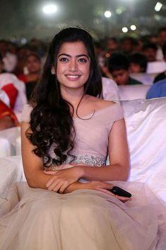Beautiful Girl Photo, Cute Girl Photo, Beautiful Girl Indian, Beautiful Indian Actress, Beautiful Saree, Most Beautiful Bollywood Actress, Beautiful Actresses, South Actress, South Indian Actress