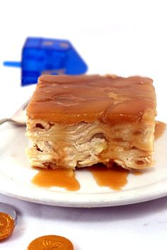 Brown Sugar Caramel Apple Upside-Down Noodle Kugel. A twist on lokshen kugel aka noodle pudding. Passover Recipes, Jewish Recipes, Hanukkah Recipes, Hanukkah Food, Hannukah, Just Desserts, Dessert Recipes, Biscuits, Israeli Food