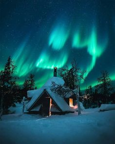 Aurora Borealis / Northern Lights - - Winterbilder - Re-Wilding Beautiful Sky, Beautiful Landscapes, Beautiful Places, Ciel Nocturne, Northen Lights, See The Northern Lights, Winter Scenery, Winter Sky, Night Skies