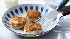 These fishcakes are a doddle to make and you can make them from frozen fish and leftover mashed potato. They are also great for preparing in advance and freezing, check the tips section for freezing instructions. Fish Cakes Recipe, Fish Recipes, Seafood Recipes, Batch Cooking, Cooking Recipes, Freezer Meals, Easy Meals, Fishcakes, Home