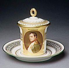 Tasse à chocolat avec soucoupe et couvercle - 3e quart du 19e siècle - Berlin - Chocolate cup with saucer -19th Century    http://www.culture.gouv.fr/Wave/image/joconde/0073/m501603_95ce5527_p.jpg