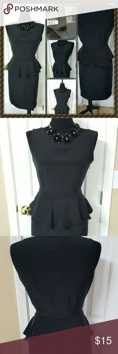 """Dress Lightly worn / Has been cleaned No stains or stains Measurements Bust 34"""" - 36"""" inch / cm 86 - 94 Waist 26"""" - 28"""" inch / cm 64 - 67 Hips 36"""" - 38"""" inch / cm 91 - 94 Simple and elegant black dress knee length. The inside has a lining. ???? Doncaster Dresses Midi"""