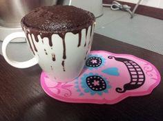 Mug cake senza uova e senza latte Ingredienti: - 2 cucchiai di farina - 2…