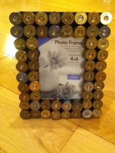 Shotgun shell picture frame hunting art (No instructions but, none are really needed. Ammo Crafts, Bullet Crafts, Hunting Crafts, Hunting Art, Shotgun Shell Art, Shotgun Shell Crafts, Shotgun Shells, Arte Country, Country Crafts