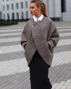 Наше новое шерстяное пальто прекрасно сочетается с любыми юбками и брюками Образ получается стильный и уютный☁️ Ждем вас на примерку