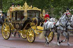 英女王、新装馬車を初披露 1000年分の英国史満載 国際ニュース:AFPBB News