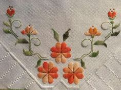 Bargello, Crochet Bedspread, Hardanger Embroidery, Needlepoint, Needlework, Embroidery Designs, Diy And Crafts, Cross Stitch, Handmade