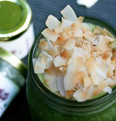 Medium_aloha-green-blender-coconut-smoothie-prev