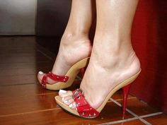 Wooden mules and great feet High Heel Mule Shoes, Hot High Heels, Platform High Heels, Mules Shoes, Heeled Mules, Beautiful High Heels, Gorgeous Feet, Sexy Sandals, Sexy Toes