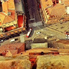 Torre Degli Asinelli, Peering off the edge in Bologna - Instagram by @Laurence O'Byrne Norah