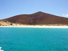 Turquoise sea around La Graciosa, Lanzarote, Canary Islands