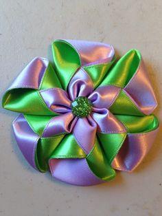 Estrenando esta bella flor para moño , banditas o diademas