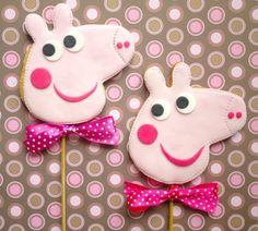 Peppa Pig Cookies :-) on Cake Central Pig Cookies, Galletas Cookies, Cookies For Kids, Cute Cookies, Baby Cookies, Bolo Da Peppa Pig, Peppa Pig Cookie, Minis, George Pig