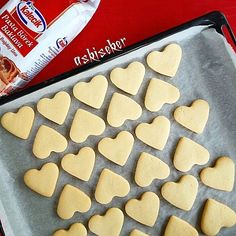 SUGAR PASTE COOKIES Recipe If you want such smooth cookies, you should apply this recipe, sugar recipe cookie recipe has been wanting too, I'm sharing my own recipe with you . 250 gr soft butter (not Margarine!) 1 egg 1 vanilla 1 cup powdered sugar w Cookie Recipes, Dessert Recipes, Desserts, Lace Cookies, Paste Recipe, Fondant Icing, No Sugar Foods, Sugar Paste, No Cook Meals