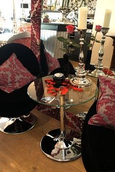 I love dining in the Rock and Rose restaurant in Richmond.  Every evening I have spent in there has always started with a Rock and Rose Martini ... or two!