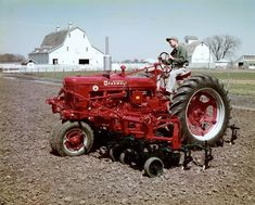 Farmall Super H Tractor with Cultivator (Photograph - Wisconsin Historical Society) Old John Deere Tractors, Big Tractors, Farmall Tractors, Red Tractor, Antique Tractors, Vintage Tractors, Vintage Farm, International Tractors, International Harvester