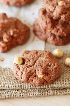 Biscotti con nocciole e cacao senza zucchero raffinato è una ricetta a basso indice glicemico, super facile e veloce (anche senza glutine)