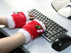 Hace frio en estas temporadas navideñas en tu ciudad?.. CUIDA TU SALUD Y TU PIEL! Pon un poco de vaselina en tus manos y cúbrelas con un guante abrigador .^^.. Es un consejo de la familia http://herefreelancer.com/ la NUEVA web FREELANCE!! #microjobs #Gig #freelancing