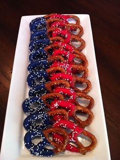 Fourth of July pretzels of July Independence Day 4th Of July Desserts, Fourth Of July Decor, 4th Of July Celebration, 4th Of July Decorations, 4th Of July Party, July 4th, Summer Desserts, Summer Recipes, Chocolate Covered Pretzels