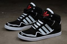 I love adidas ! Im a sneaker addict Shoe Boots, Men's Shoes, Shoes Sneakers, Platform Sneakers, Cute Shoes, Me Too Shoes, Adidas Originals, Basket Sneakers, Sneaker Magazine