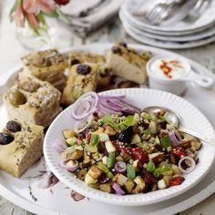 Du kan laga pytt på nästan vad som helst! Här är en vegetarisk variant med läckra Medelhavssmaker och massor av grönsaker. Det finns massor av gryn att välja mellan – prova gärna quinoa,