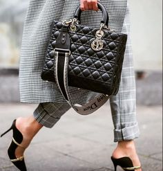 Women love to torture foot fetishists with exquisite shoes! Look Fashion, Fashion Bags, Luxury Fashion, Fashion Accessories, Womens Fashion, Dior Handbags, Purses And Handbags, Luxury Bags, Luxury Handbags