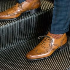 Half way through the week are you putting your best foot forward? The Classic Wingtip Brogue completes your everyday work look.     #vancouver #montreal #toronto #vancity #mtl #ottawa #calgary #yvr #halifax #vancitybuzz #mtlmoments #vancouverisawesome #yycliving #livemontreal #canada150 #the6ix #torontolife #tdot #wingtip #escalator #gold #brogues  #shoes #menswear #leather #shoeporn #mensfashion #style #fashion #trends