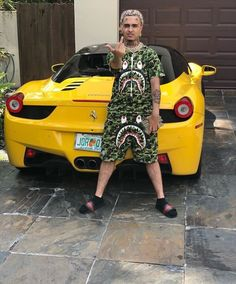 Yellow Ferrari like Pikachu Jet Ski, Lil Pump Jetski, Best Street Outfits, Hip Hop Playlist, Gucci Gang, Style Français, Lil Skies, Style Japonais, Men With Street Style