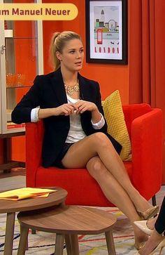 Alina Merkau Parallel legs