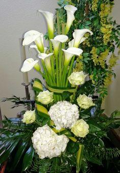 Trauergesteck mit Callas und Hortensien Celery, Vegetables, Plants, Hydrangeas, Pictures, Vegetable Recipes, Plant, Veggies, Planets