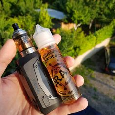 The GeekVape Aegis Solo Starter Kit is an upgraded single 18650 mod with dustproof, shockproof, and waterproof design for extreme durability, deploying the advanced AS Chipset and pairing the popular Cerberus Tank for an incredible Sub Ohm vaping. Vape Diy, Vape Design, Vape Shop Online, Vape Smoke, Filling System, Glass Replacement, Starter Kit, Tech, Cook