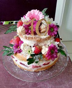 Naked cake fraises et chantilly mascarpone pour un joyeux 10 ème anniversaire !