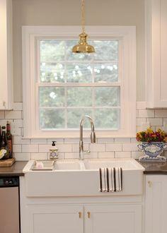 Jessie Epley Short Home Tour // kitchen // subway tile dark grout // farmhouse sink // gooseneck faucet // brass pendant light