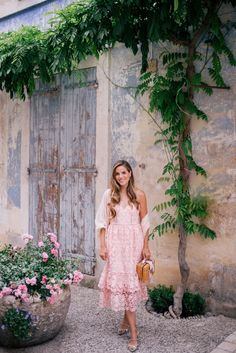 Gal Meets Glam Saturday Market in Apt, Provence - Club Monaco dress, Mark Cross bag, Tabitha Simmons flats & Cuyana scarf Dresses For Teens, Modest Dresses, Dresses For Sale, Summer Dresses, Lady Like, Spring Summer Fashion, Spring Outfits, Urban Outfitters Sunglasses, Dresses To Wear To A Wedding